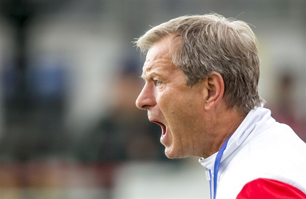Pengetahuan tentang pelatih Pardubice. Orang Afrika tampaknya tidak menyukainya, orang Bosnia itu terkejut