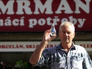Jaroslav Cimrman provozuje obchod s domácími potřebami na Masarykově ulici v...
