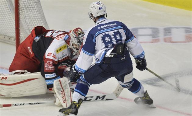 b4c85a996ff23 Hokejová extraliga: Plzeň porazila Hradec, mistr uspěl na Spartě ...