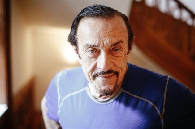 Americký psycholog Philip Zimbardo, proslavený mj. takzvaným Stanfordským...