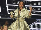Rihanna na MTV Video Awards, kde obdržela cenu Michael Jackson Video Vanguard...
