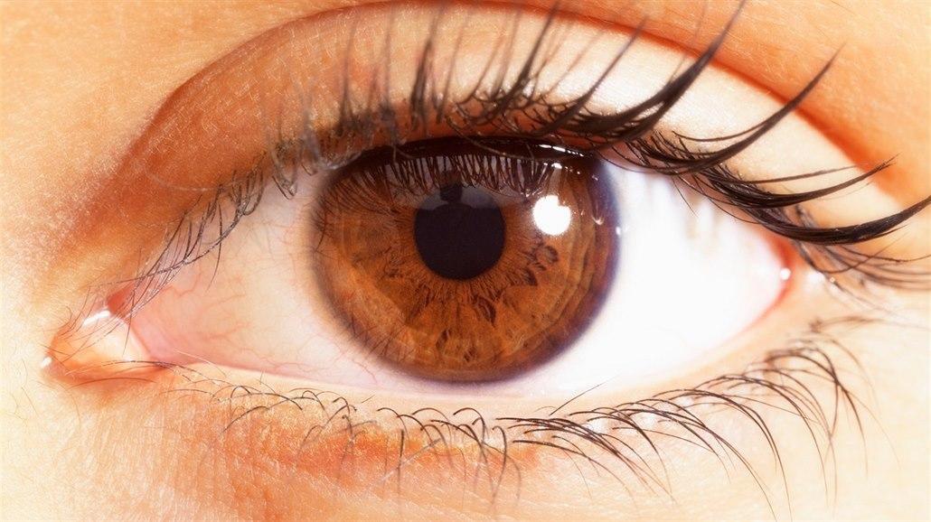 Mýty o laserových operacích očí. Dioptrie se brzy vrátí, porod vadu zhorší