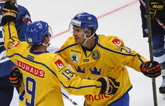 4830e9acff0c5 Švédští hokejisté Patrik Zackrisson (vlevo) a Alexander Bergström ...