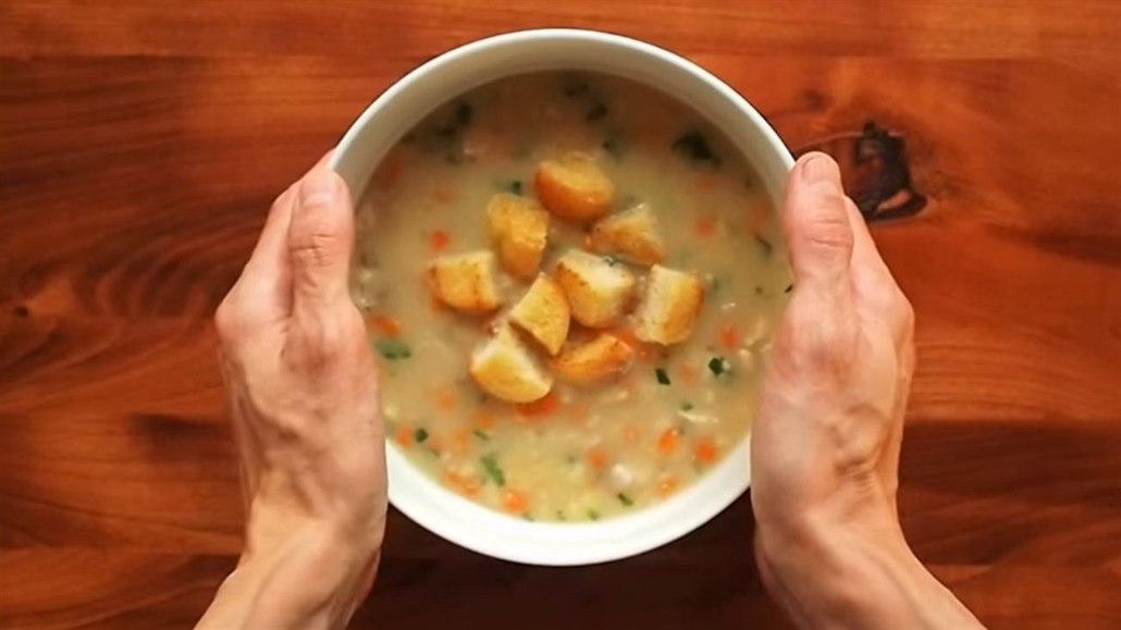 Klasická vánoční rybí polévka. Nejjednodušší, kterou zvládne i začátečník