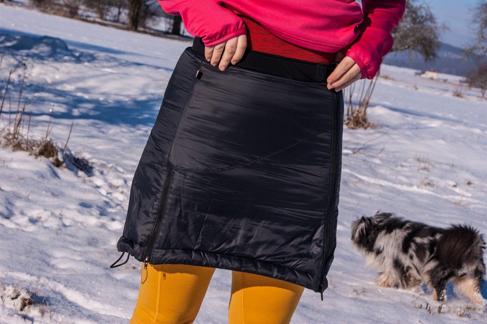 ff43c95d674 Fotogalerie  TEST  Zimní sukně Skhoop Gretchen zateplená pomocí Windstopperu  a dutého vlákna