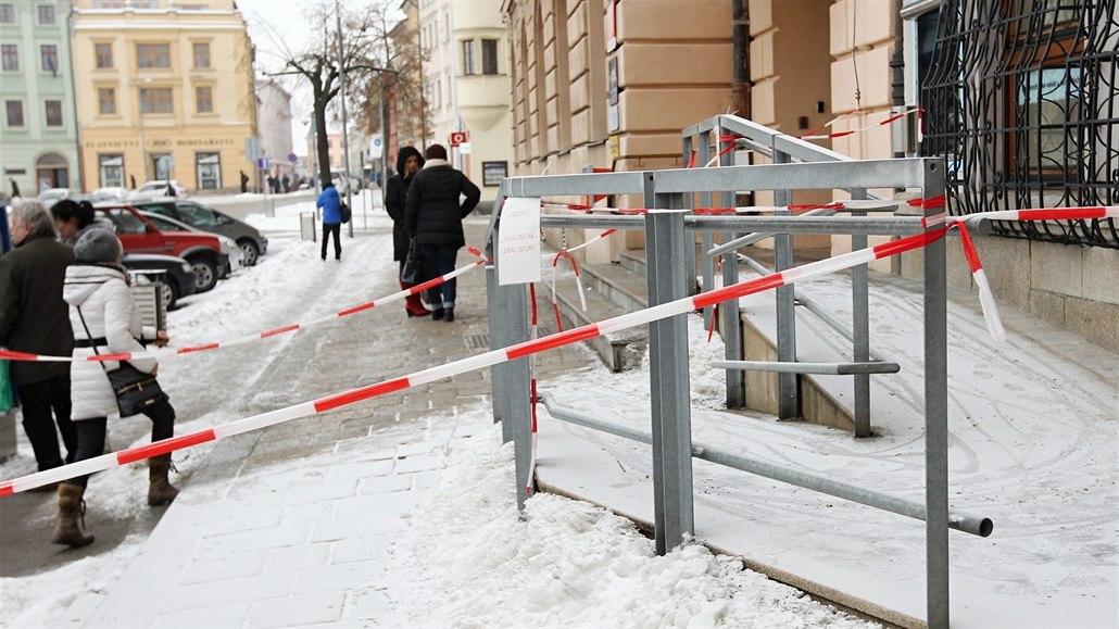 Za úmrtí chodce na neuklizeném chodníku dostala firma pokutu 50 tisíc