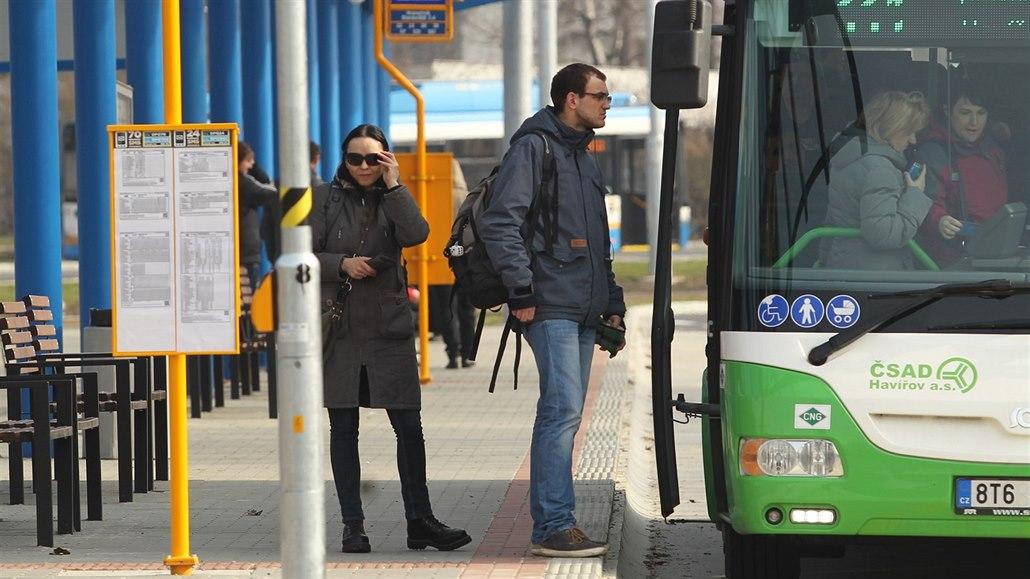 Dopravci v Moravskoslezském kraji hlásí návrat k normálu, spojů přibývá