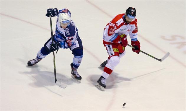 Olomoucký útočník Kevin Sundher (vpravo) během utkání ... 95b6615080