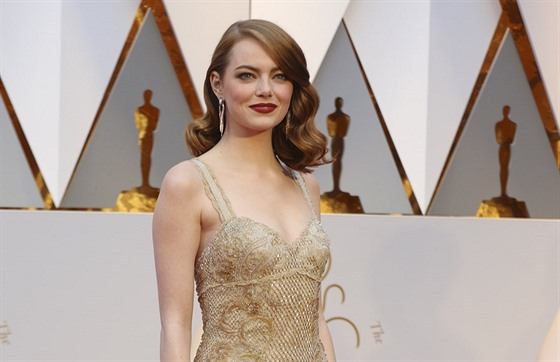 Emma Stone a její model Givenchy (Hollywood, 26. února 2017)