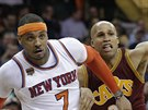 Carmelo Anthony (vlevo) z New York Knicks a Richard Jefferson z Clevelandu.