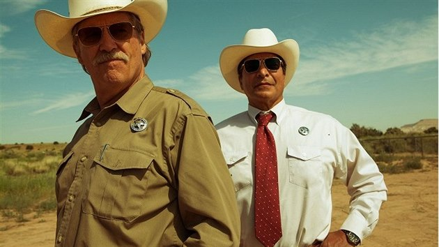 Jeff Bridges a Gil Birmingham ve filmu Hell or High Water (Za každou cenu)