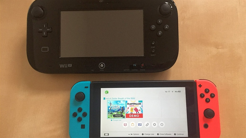 Nahoře GamePad od Wii U, dole Switch