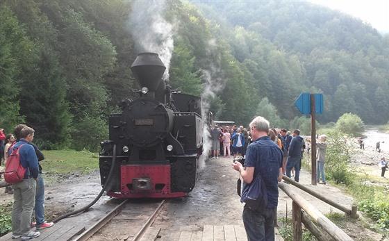 Všude na světě je parní lokomotiva atrakcí, kterou si každý rád vyfotí.