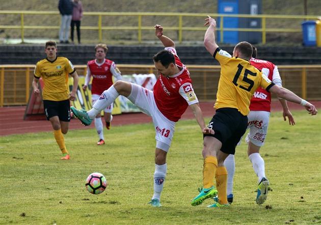 Il y a vingt-trois noms dans l'équipe de football Sokolov