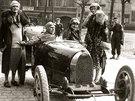 Manželé Čeněk a Eliška Junkovi startovali v roce 1926 na závodě Zbraslav –...