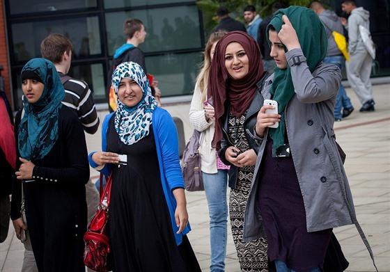 muslimský chlapec chodí s nemuslimskou dívkou speed dating události portland maine