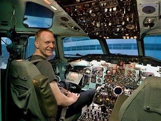 Autor projektu a majitel letadla Petr Bílý v dokončeném simulátoru ve...