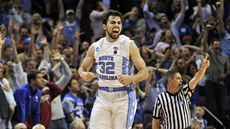 Luke Maye se raduje, právě poslal North Carolinu do Final Four NCAA.