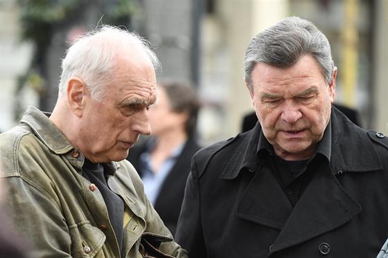 Pes zabiják - Ricardo Palacios (šerif Morrison) + Barta Barri (stařec) 2011 Kdo kráčí po křivolakých cestách [dabing ČT] - Louis Hayward (Philip.