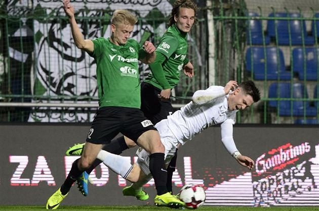 League rareza. El Verde maniobró para treinta y tres partidos durante treinta rondas