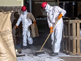 Vybraná firma začala likvidovat jedovaté látky uložené v areálu ve Lhenicích na...