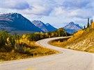 Alaska Highway je mezi dálnicemi legendou, pro motorkáře je to takřka povinnost.