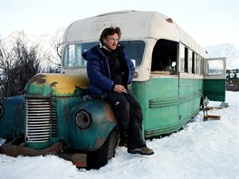 Režisérem snímku Into The Wild z roku 2007 je známý herec Sean Penn.