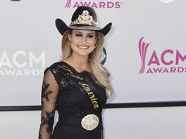 Miss Rodeo America Lisa Lageschaarová na ACM Awards (Las Vegas, 2. dubna 2017)