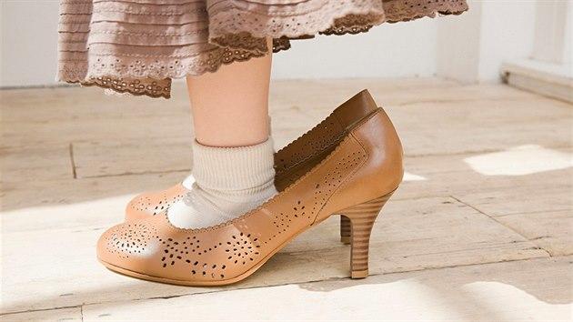Neničte ženám nohy. V Kanadě chtějí zakázat povinnost podpatků v ... 8cb1963812