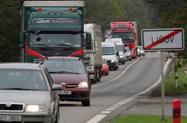 Lišovem a Štěpánovicemi denně projede 13 tisíc aut. Leží na hlavním tahu z Českých Budějovic do Jindřichova Hradce.