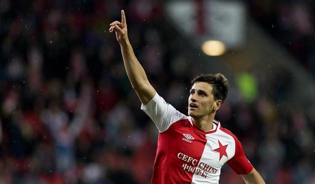 Mingazov no pelourinho. Karvina derrota ele em um gol não esportivo, Slavia defende ele