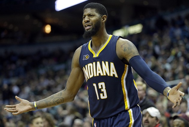 Paul George z Indiany Pacers se zlobí.