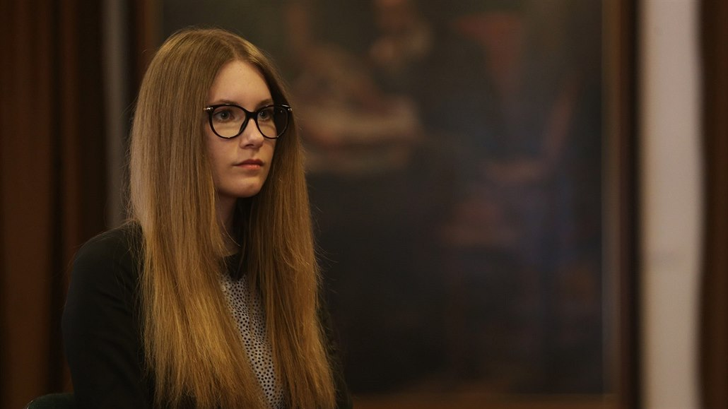 40 letý učitel z osmnáctiletého studenta kdo je elena z upírských deníků datujících se v reálném životě