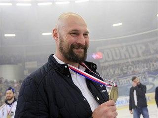 Trenér Komety Libor Zábranský se raduje ze zisku extraligového titulu.