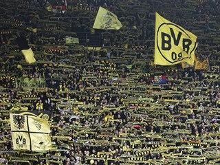 Fanoušci Dortmundu během víkendového utkání německé ligy proti Frankfurtu.