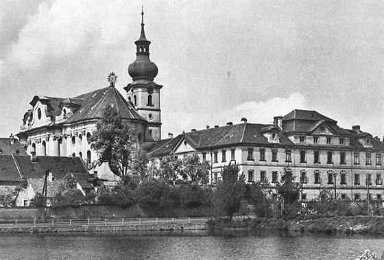 Břevnov vznikl pod ohradou kláštera. I když se v roce 1907 stal městem,...