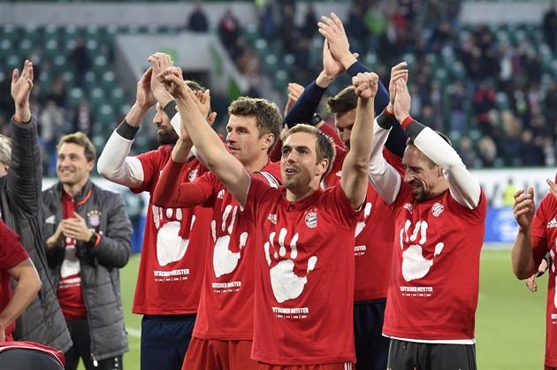 O Bayern marcou o Wolfsburg por seis gols e se alegrou com o quinto título consecutivo