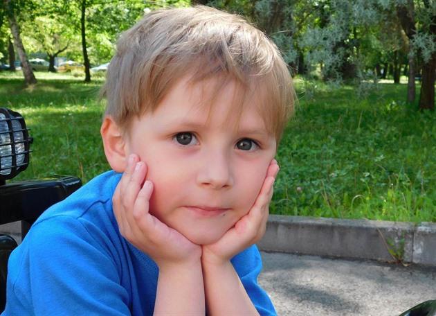 Petr Holinek trpí nemocí, která se projevuje postupnou svalovou ochablostí....