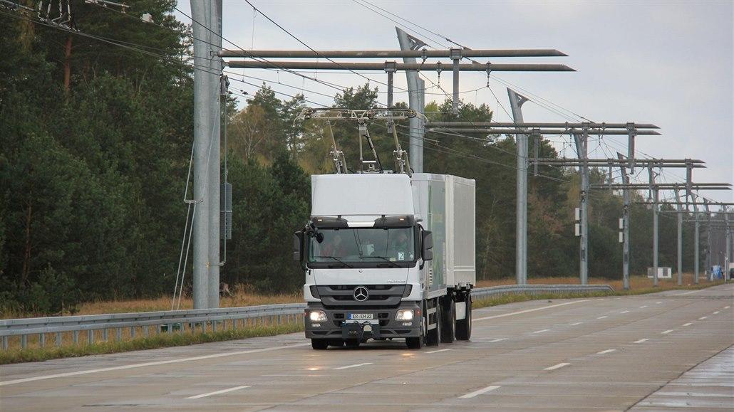 Europarlament trvá na kamionech na elektřinu, které ovšem nejsou
