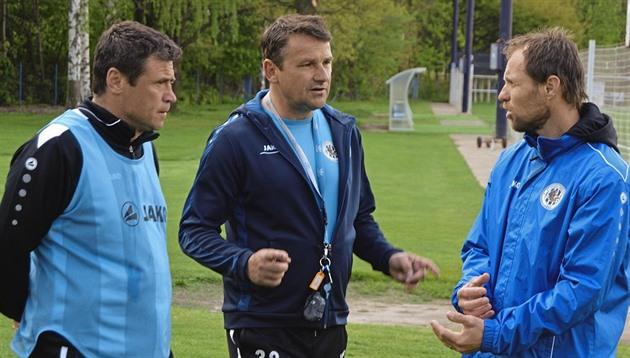 El entrenador Havlicek no termina con una misión de tres rondas, Hradec conducirá a una nueva temporada