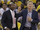Mike Brown (vlevo) a Steve Kerr, trenérské duo Golden State.
