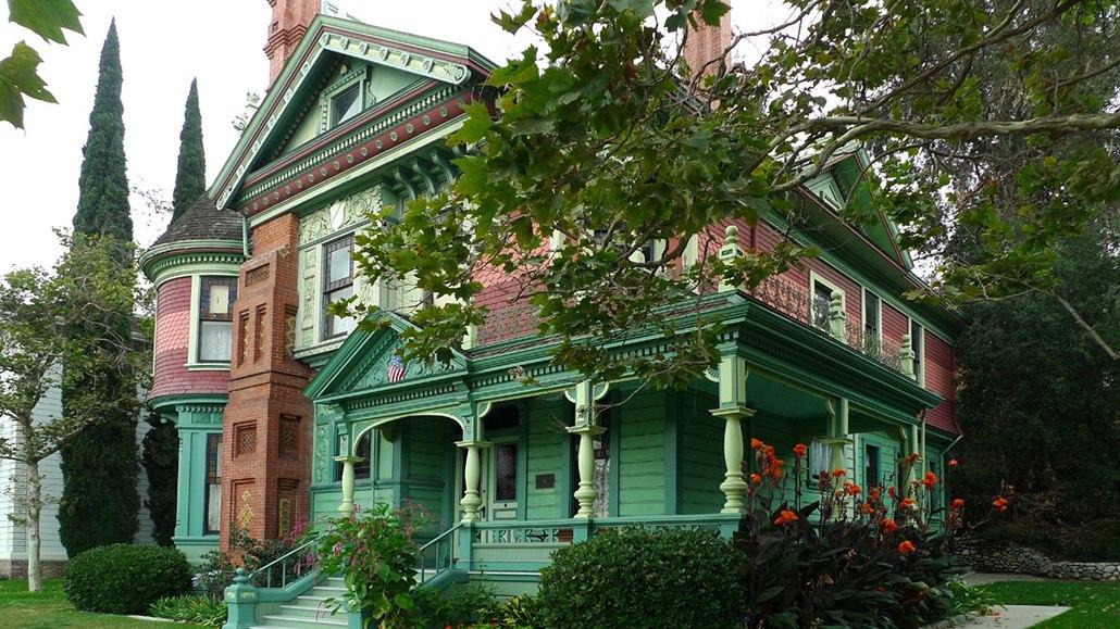 """4f6220dac46e Halův dům patří k nejfotografovanějším stavbám ve """"viktoriánské"""" ..."""