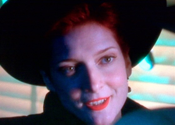 Herečka Glenne Headlyová ve filmu Dick Tracy