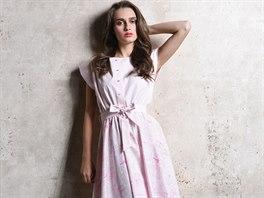 6236248d73f Košilové šaty z kolekce Pohádka s potiskem inspirovaným Šípkovou Růženkou  jsou.
