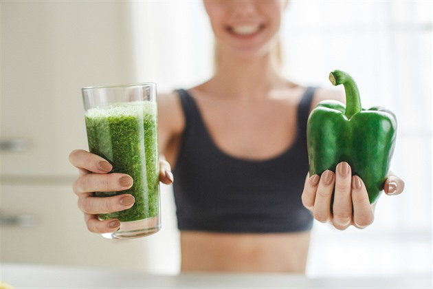 Syrová strava dodá energii a ubere kila. Hlídejte si ale vitamin B12
