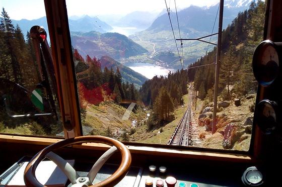 Výhled na trať ze stanoviště strojvůdce