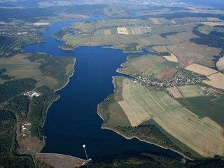 Slezská Harta zaplavila údolí Moravice v délce třinácti kilometrů na ploše 870...