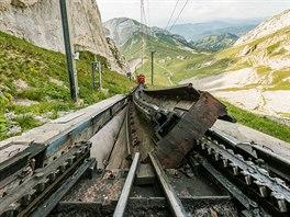 Konstrukce trati vyžaduje speciální řešení výhybek.