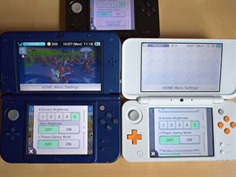 Vlevo New 3DS XL, vpravo New 2DS XL, nahoře 3DS