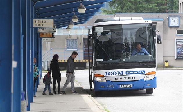 Eben lesbičky na autobus